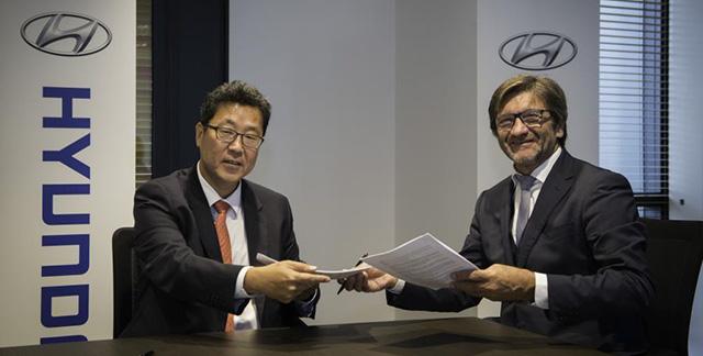 Kyoobok Lee, Président de Hyundai Motor France et Jean-Claude Puerto-Salavert, fondateur et PDG d'UCAR