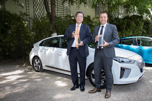 Kyoobok Lee, Président de Hyundai Motor France et Lionel French Keogh, Directeur Général Hyundai Motor France